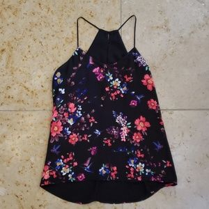 Gorgeous floral tank with keyhole in back